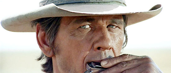 "Charles Bronson as Harmonica in Once Upon a Time in the West 1968 01 - ""Era Uma Vez no Oeste"", de Sergio Leone, na NETFLIX"