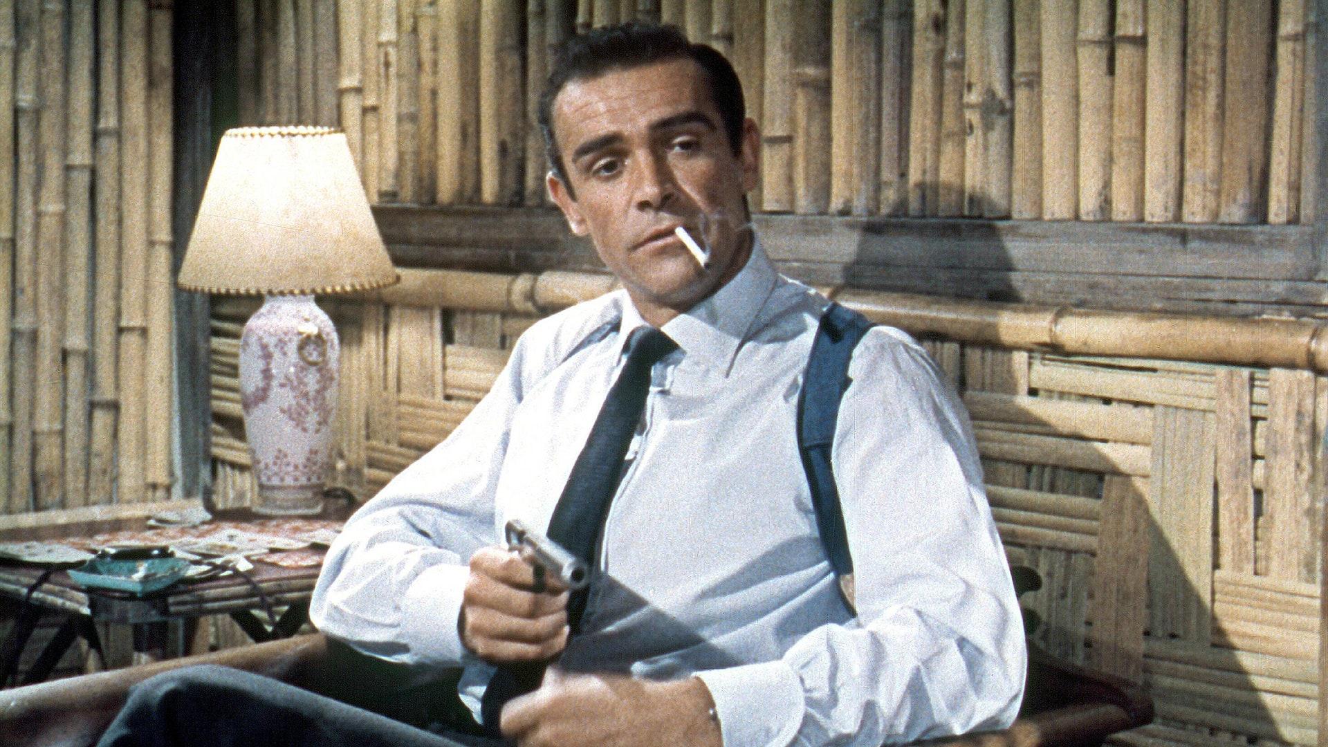 """bond shirt gq 10jan19 alamy b - """"007 Contra o Satânico Dr. No"""", de Terence Young, no TELECINE"""