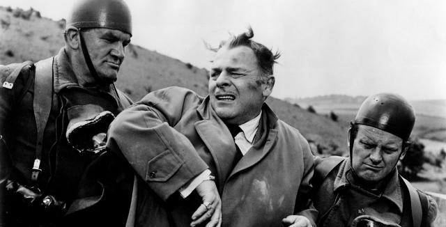 quatermass 2 1957 002 brian donlevy 00n kya2B2528640x3262529 - TOP - 15 Melhores Filmes da Hammer