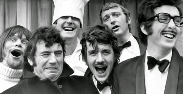Monty Python cast 1 - 5 SÉRIES imperdíveis para ver na NETFLIX