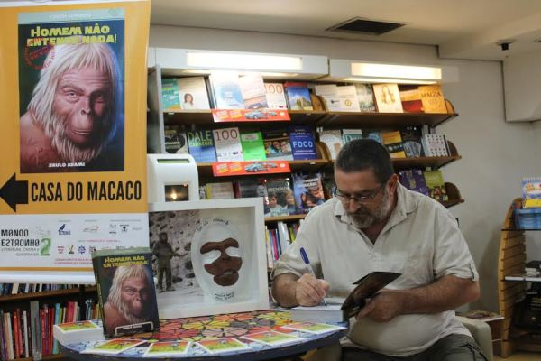 """b2ed2e87 c9ef 4fc8 aa57 5a118036256e - Entrevista com Saulo Adami, autor do livro: """"Homem Não Entende Nada! Arquivos Secretos do Planeta dos Macacos"""""""