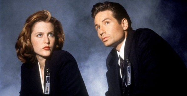 David Duchovny and Gillian Anderson in The X File - TOP - As Séries de TV Que Marcaram a Minha Vida