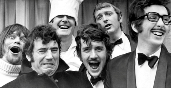 Monty Python cast - TOP - As Séries de TV Que Marcaram a Minha Vida
