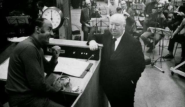 Henry Mancini Alfred Hitchcock28640x37129 - Entrevista com a cantora Monica Mancini, filha do compositor Henry Mancini