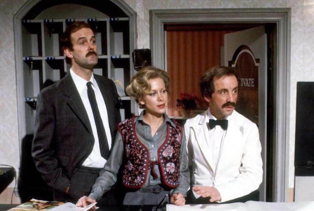 """fawltyhed - Os 7 melhores episódios da hilária série """"Fawlty Towers"""" (1975-1979)"""
