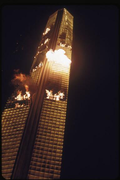 "a206a7f86c0e342cab9f5d98a829ca6a - ""Inferno na Torre"", de John Guillermin"