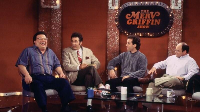 "MV5BYzI3NTkwOGQtMjFlMy00YmRlLWI5ZmMtNDBjYzE3NDNkYjc5XkEyXkFqcGdeQXVyNTgzMjQ1NDg@. V1 - Crítica nostálgica da hilária série ""Seinfeld"" (1989-1998)"