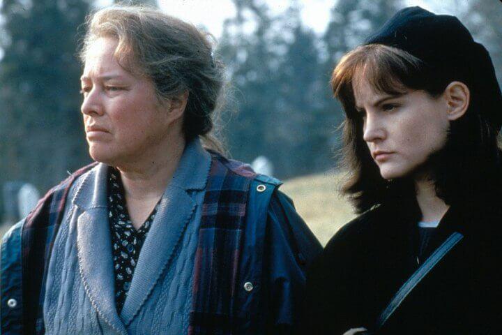 dolores claiborne 1995 kathy bates 30819297 1500 996 - TOP - Os 20 Melhores Filmes Adaptados de Livros do STEPHEN KING