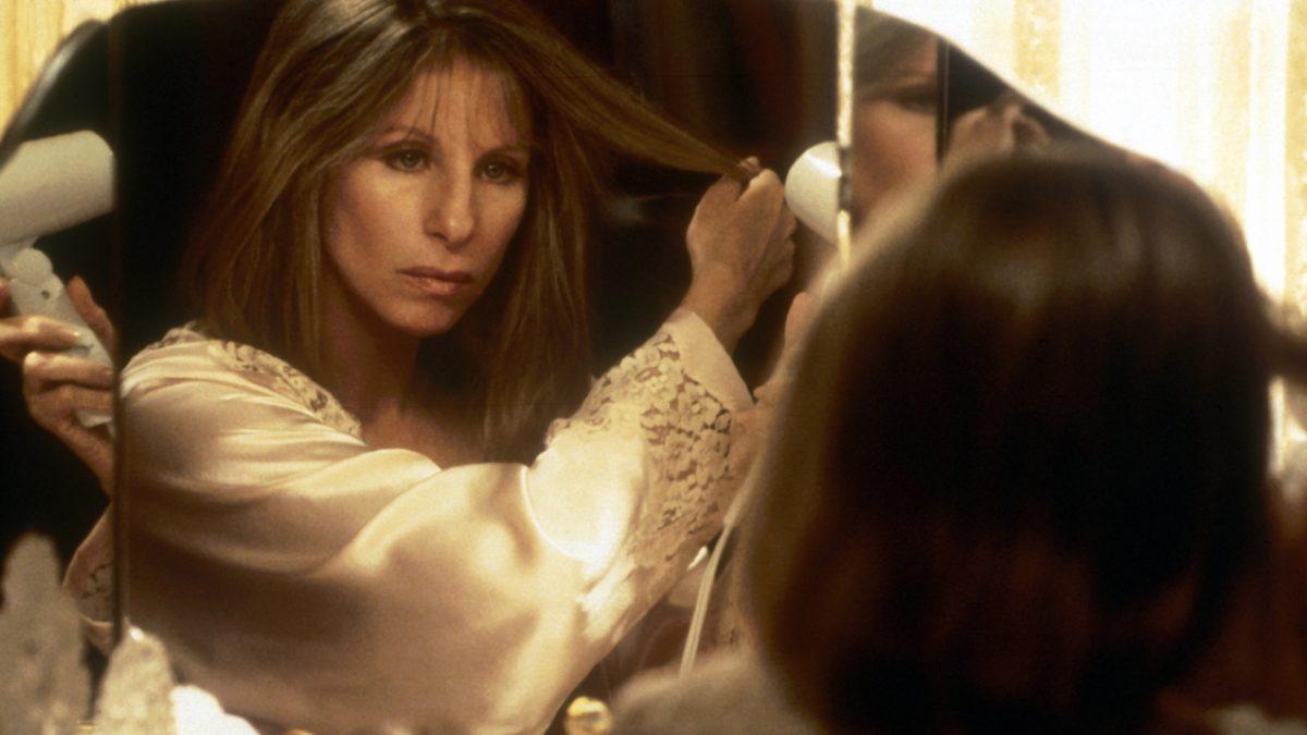 """d050ddcdba4a8cc3e7eafd6a92a35eae scaled - """"O Espelho Tem Duas Faces"""", de Barbra Streisand, na NETFLIX"""