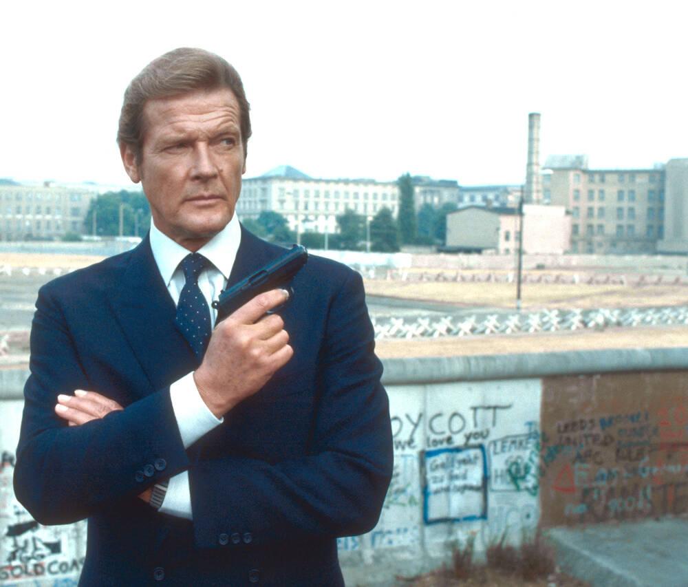 """roger moore octopussy 1983 - """"007 Contra Octopussy"""", de John Glen"""
