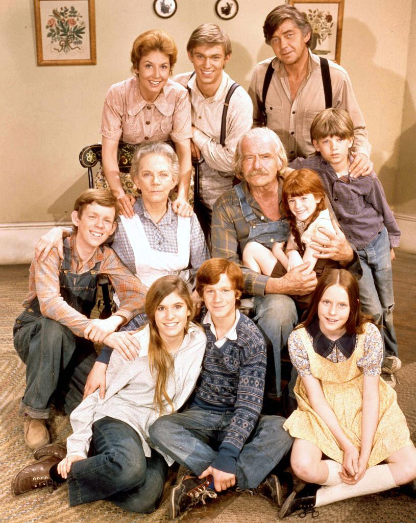 """the waltons cast is like extended family after 50 years03 - Crítica nostálgica da clássica série """"Os Waltons"""" (1972-1981)"""